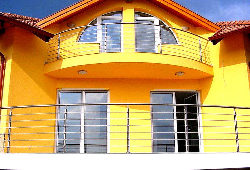 Ограждения балконов и лоджий из нержавеющей стали и со стекл.